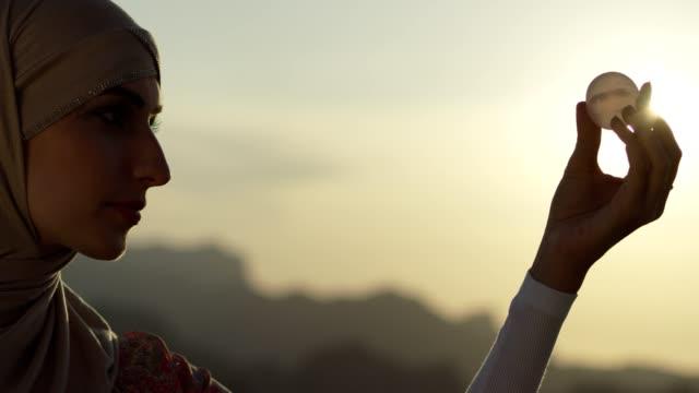 vídeos de stock e filmes b-roll de woman's head with a healing crystal - model