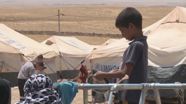 women and children at water khazir refugee camp - isil konflikt stock-videos und b-roll-filmmaterial