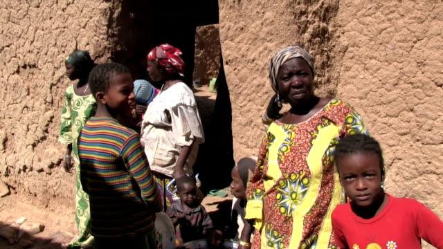 Women and children in the old town Niger Agadez