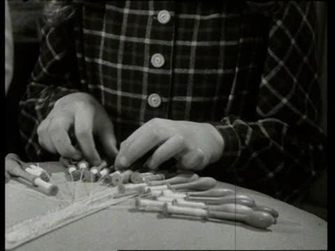vídeos de stock, filmes e b-roll de women and girls making pillow lace / netherlands - só uma mulher idosa