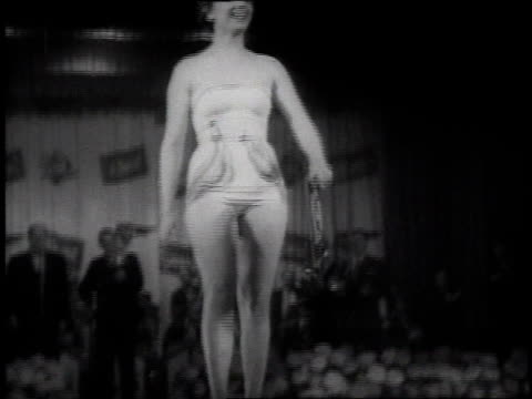 1954 montage women are competing in the miss berlin contest, posing in swimming wear / berlin, germany - 出場者点の映像素材/bロール