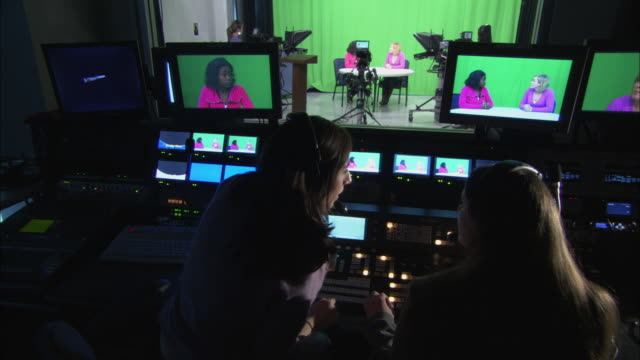 vídeos y material grabado en eventos de stock de ms women at work in television studio and control room, brooklyn, new york city, usa - estudio de televisión