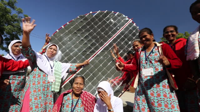 Women building solar cookers at the Barefoot Colle
