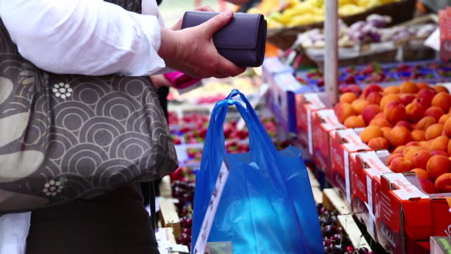 ms women buying fruits on open market - price tag stock videos & royalty-free footage