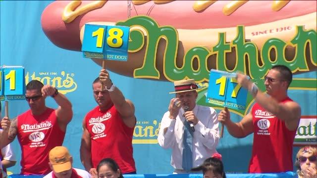 wpix women competing in nathan's hot dog eating contest on july 04 2012 in new york new york - wettbewerb unterhaltungsveranstaltung stock-videos und b-roll-filmmaterial