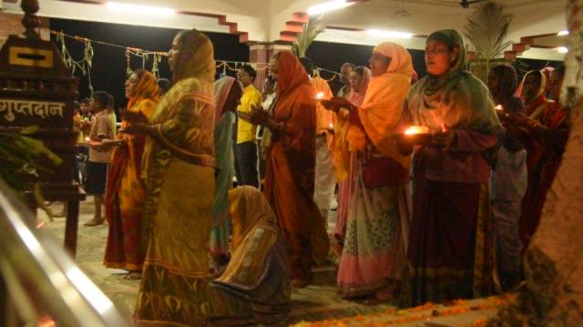 women devotees praying in the hindu temple - ヒンズー教点の映像素材/bロール