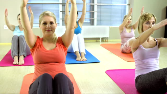 women doing pilates exercises - exercise mat stock videos & royalty-free footage