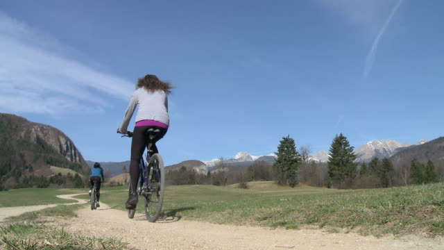 HD: Donna con la mountain bike