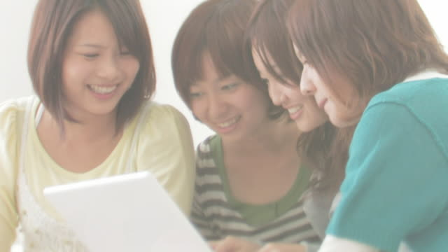 women enjoying using pc - 大学点の映像素材/bロール