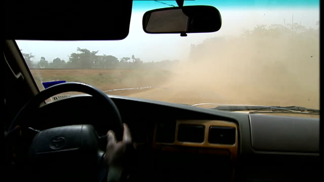 vidéos et rushes de women face huge risks during childbirth due to exodus of medical workers after civil war int car dusty road seen from driver point of view - guerre civile