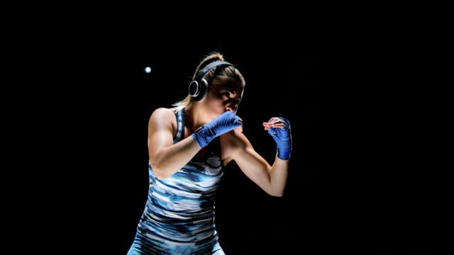 格闘家サンドの女性のクローズアップ - 自衛点の映像素材/bロール