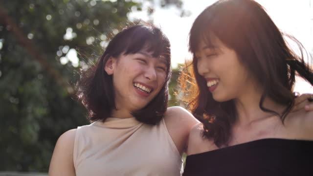 日落之城的婦女友誼 - 僅成年人 個影片檔及 b 捲影像