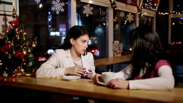 frauen freundschaft - privatsphäre stock-videos und b-roll-filmmaterial