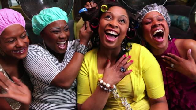 vidéos et rushes de ms zi zo women having fun at  beauty parlor / irvington, new jersey, united states - charlotte médicale ou sanitaire