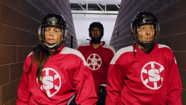 women hockey team - competitive sport stock videos & royalty-free footage