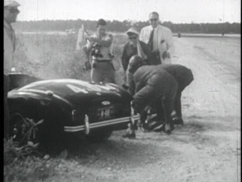 women in racecars speeding around nassau track. - sportlerin stock-videos und b-roll-filmmaterial