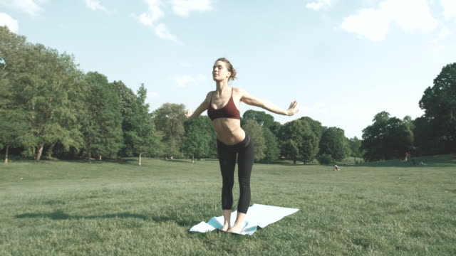 women in sport - 自己改善点の映像素材/bロール
