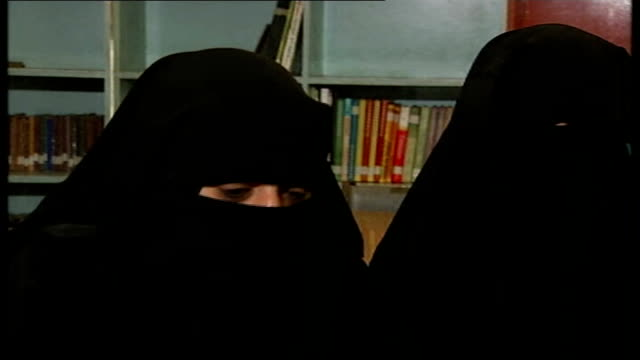 vídeos de stock, filmes e b-roll de women launch mini jihad in islamabad madrassa female students wearing burkas along corridor of madrassa building umme hassan interview sot female... - madressa