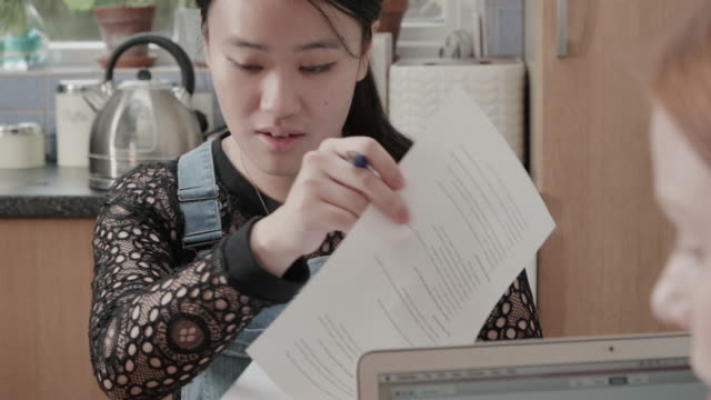 vídeos de stock e filmes b-roll de women looking at and discussing documents and making notes. - secretária temporária