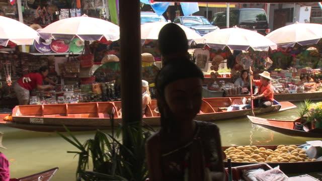 WS PAN HA Women on Damnoen Saduak floating market, Bangkok, Thailand