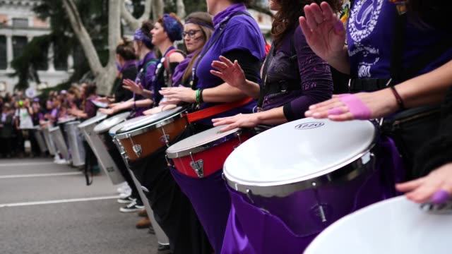 women play drums during a protest during international women's day on march 08 2020 in madrid spain spain celebrates international women's day today... - 国際女性デー点の映像素材/bロール