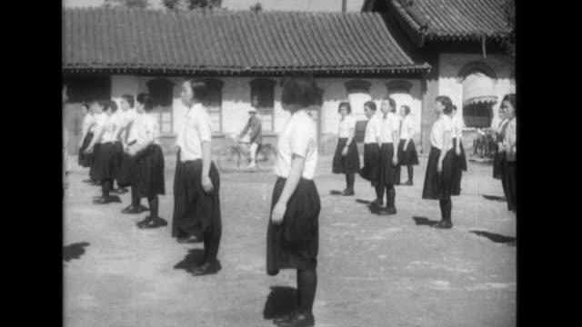 vidéos et rushes de women police sergeants exercise and cycle to work women police sergeants screen belongings at checkpoints and patrol traffic near beijing station - guerre du pacifique