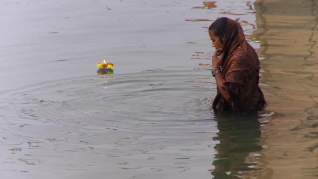 women praying in ganges river - sari stock videos & royalty-free footage