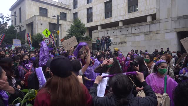 women protest on november 25 in bogotá, colombia. in the celebration of the day of non-violence against women. - frauenrechte stock-videos und b-roll-filmmaterial