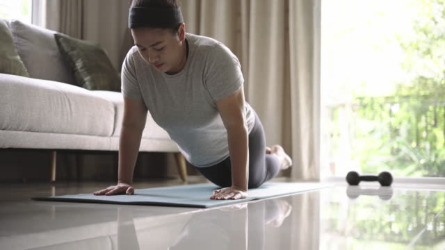 women pushup exercise at home - bodyweight training stock videos & royalty-free footage