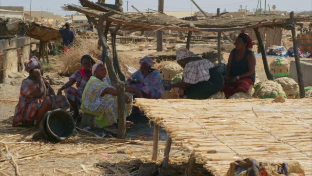 vídeos de stock, filmes e b-roll de women rest between working outdoors, senegal - indústria da pesca