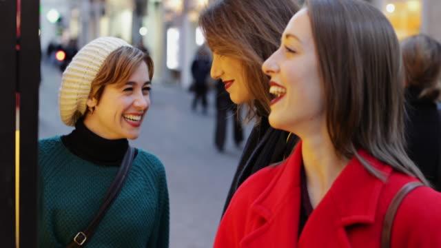 rome, イタリアのクリスマス期間中にショッピング女性 - ラツィオ州点の映像素材/bロール
