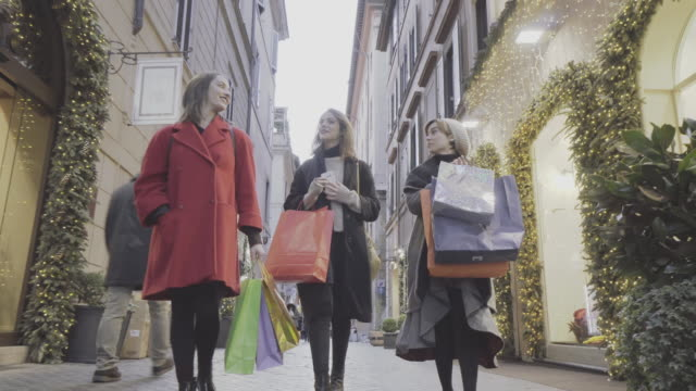women shopping during christmas in rome, italy - black friday stock videos & royalty-free footage