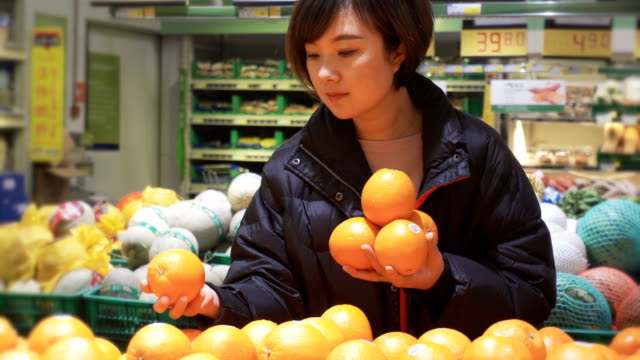 women shopping in supermarkets - citrus fruit stock videos & royalty-free footage
