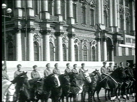 vidéos et rushes de women soldiers posing in front of horses soldiers with horses motorcycles and bicycles standing at attention in line outside palace group of soldiers... - 1937