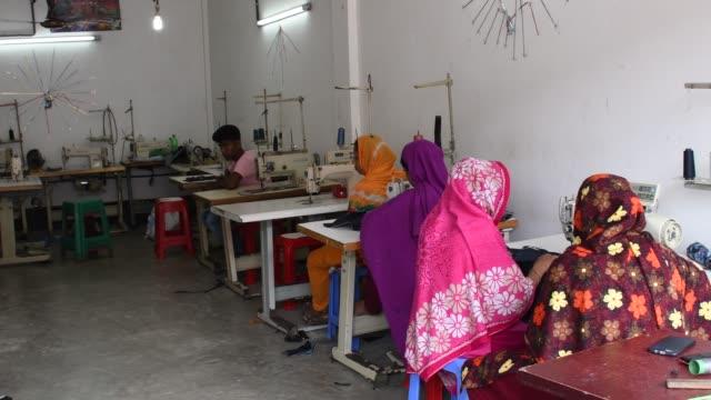 women take lessons with sewing machines at training center in savar near dhaka - lanci e salti femminile video stock e b–roll