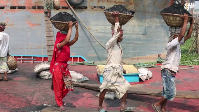 women unloading coal from cargo in dhaka bangladesh on march 06 2017 women workforce growing fast in bangladesh they work same as man bangladeshi... - 低い点の映像素材/bロール