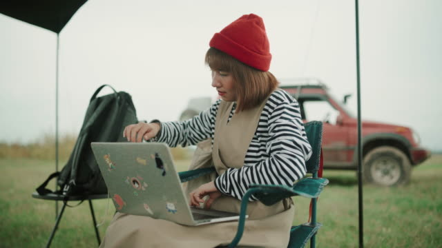 women use computers to work on holidays - camping stock videos & royalty-free footage