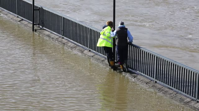 women wading through fllod waters in shrewsbury flooded by the river severn after the wettest february ever recorded in the uk febrary 2020 - walking in water stock videos & royalty-free footage