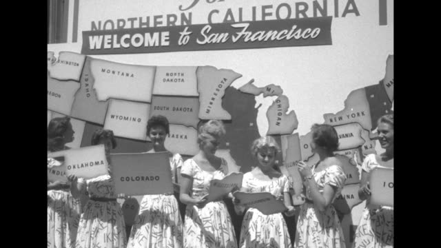 women wearing ike dresses place cut outs of states on huge puzzle map of us states / women placing states and walking away / woman places california... - republikanische partei der usa stock-videos und b-roll-filmmaterial