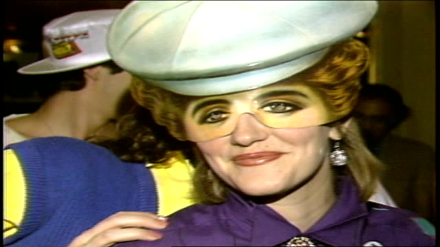 women wearing paper masks on their faces in nyc - 1985 stock-videos und b-roll-filmmaterial