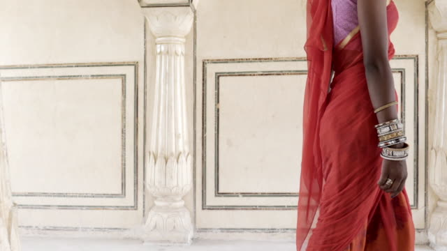 Women wearing saris. Jaipur. Rajasthan, India.