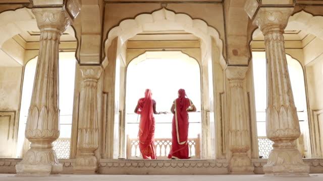 women wearing saris. jaipur. rajasthan, india. - sari stock videos & royalty-free footage