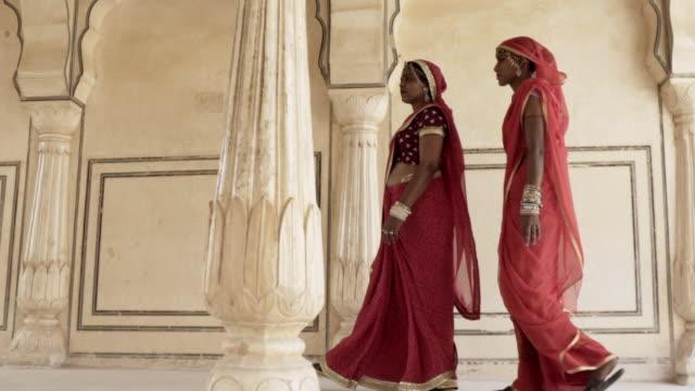 women wearing saris. jaipur. rajasthan, india. - sari stock videos and b-roll footage