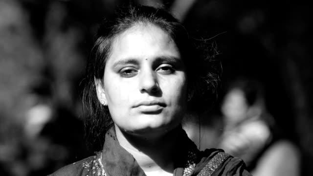 vídeos de stock, filmes e b-roll de mulheres-benjamim - índia