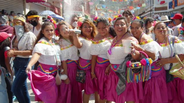 vídeos de stock e filmes b-roll de women with mexican traditional clothing during zoque coiteco carnival parade at chiapas, mexico - arte, cultura e espetáculo