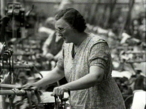vídeos de stock, filmes e b-roll de women work at automatic looms in a cotton mill in oswaldtwistle lancashire - lancashire