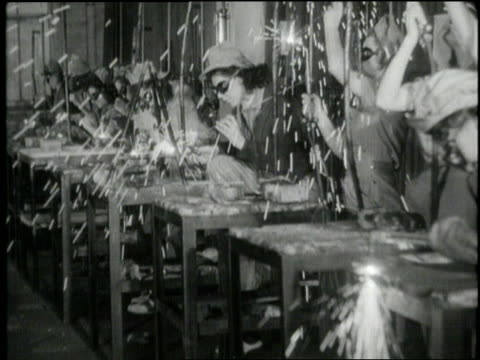 women work on the assembly line in a factory during world war ii. - 1941 bildbanksvideor och videomaterial från bakom kulisserna