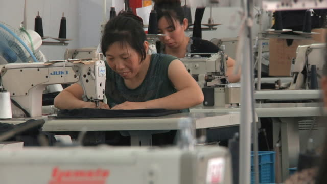 vidéos et rushes de ms women working at sewing machines in factory / ningbo, zhejiang, china - usine textile