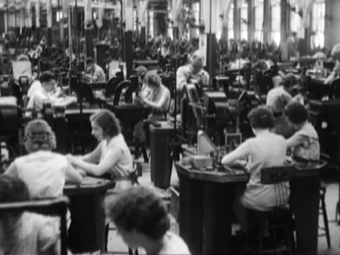 vídeos de stock, filmes e b-roll de women working in a factory - estilo retrô