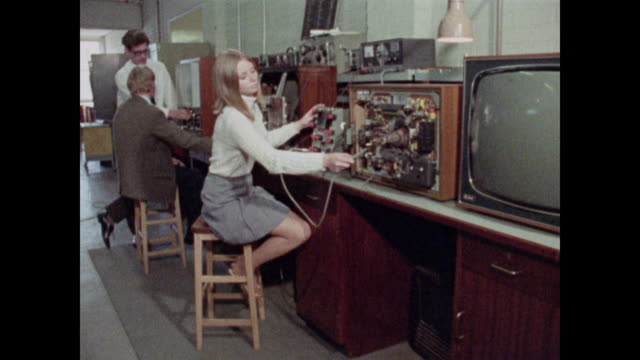 stockvideo's en b-roll-footage met 1969 women working in engineering - ingenieurswerk